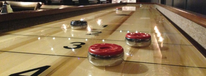 Gratis shuffleboard hela kvällen!